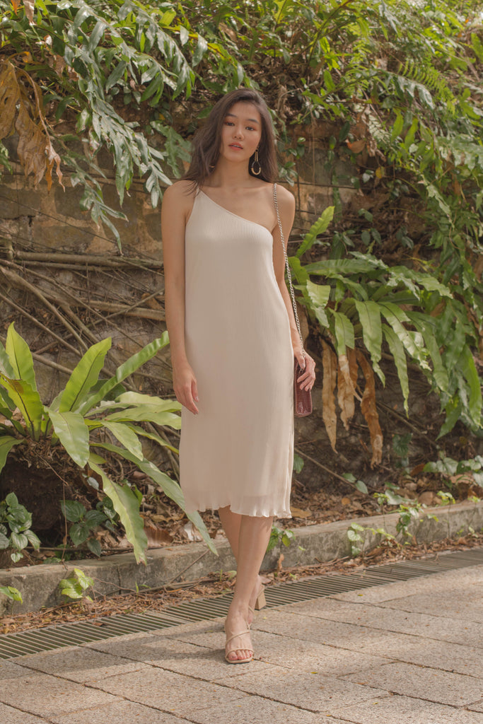 Oh Pleats Midi in Light Nude