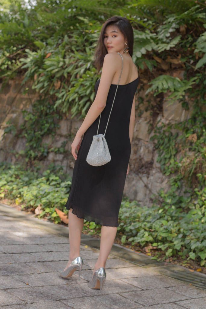 Oh Pleats Midi in Black