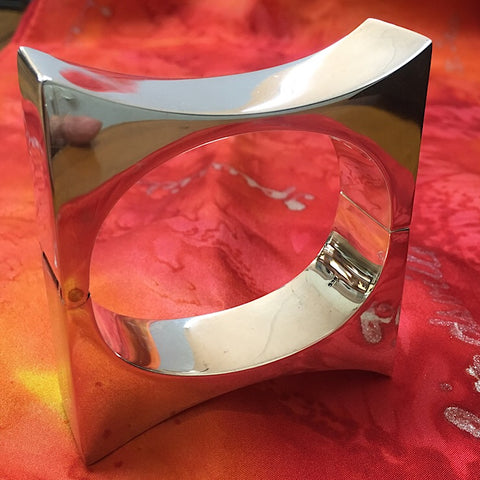 GEOMETRIC HINGED BANGLE
