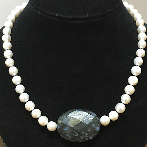 PEARL NECKLACE WITH CENTRE SODALITE