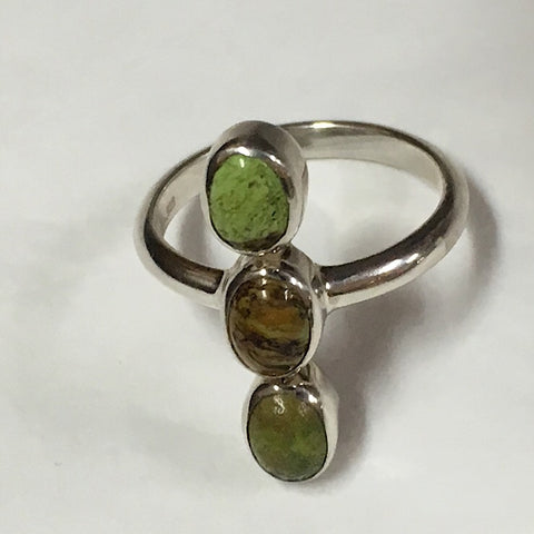 GASPEITE 3-STONE RING ON STERLING SILVER BAND