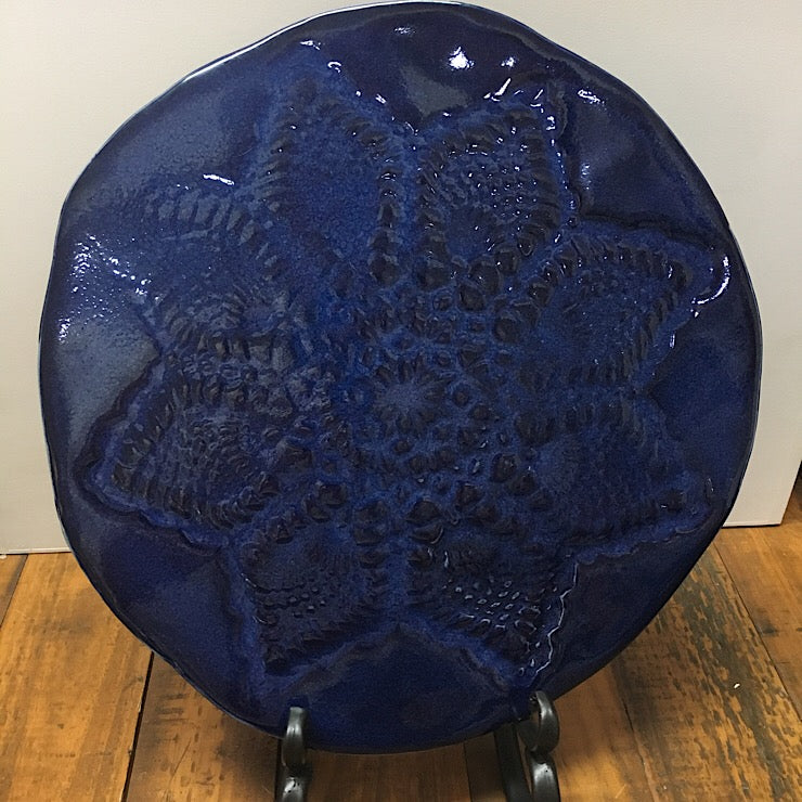 BLUE CERAMIC PLATTER WITH DOYLIE PRESS 29 CM