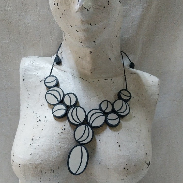 NECKLACE BLACK GREY CIRCLES ON CORD
