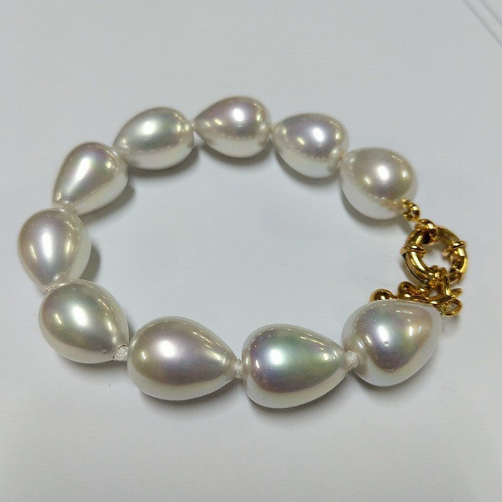 MOKO BRACELET PEAR SHAPED SPANISH FAUX PEARLS GOLD CLASP