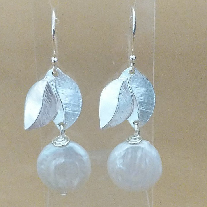 MOKO EARRINGS SILVER LEAVES WITH COIN PEARL
