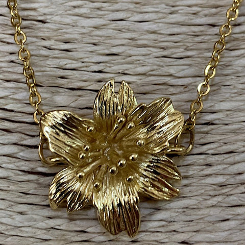 18K GOLD PLATED FLOWER NECKLACE