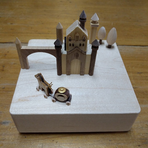 CASTLE & CARRIAGE MUSIC BOX
