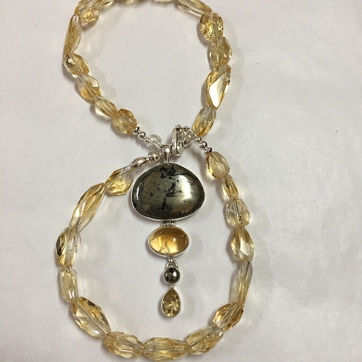 NECKLACE OF CITRINE WITH PENDANT OF PYRITE IN MAGNETITE