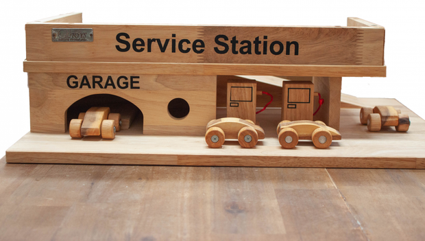 Q Toys - Solid Wooden Service Station