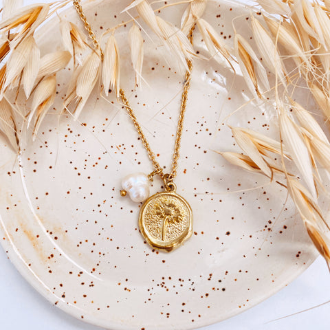 Daisy Coin Charm & Pearl - Charm Necklace - Gold