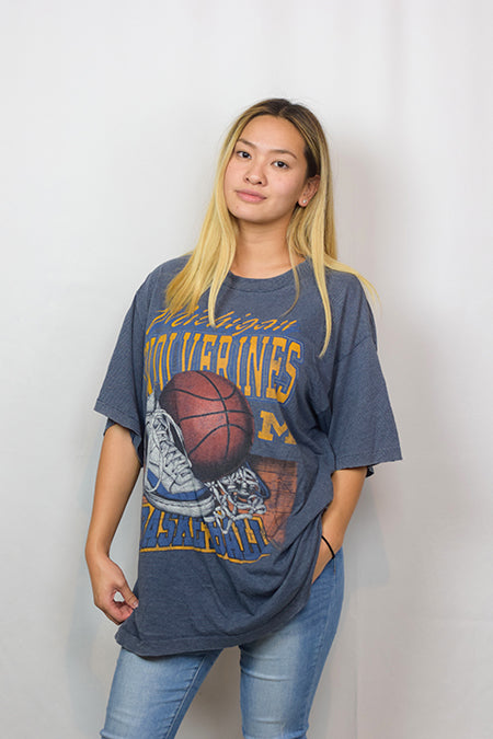 90S, WOLVERINES BASKETBALL - SIZE XLARGE
