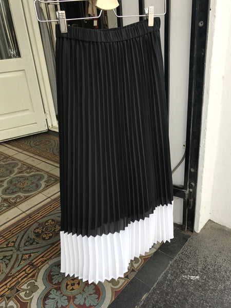 Moe Cut Skirt Black White Stripe