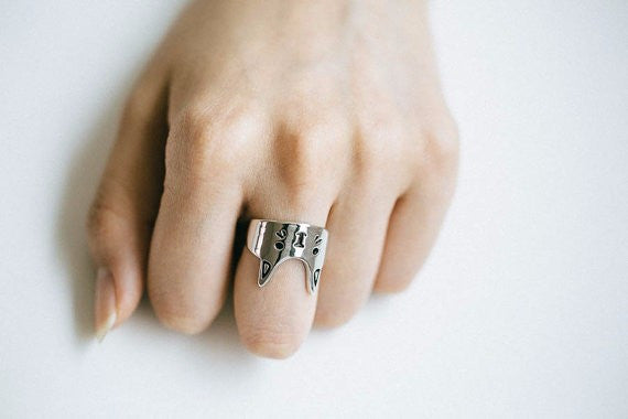 Lovely Queen Cat Ring
