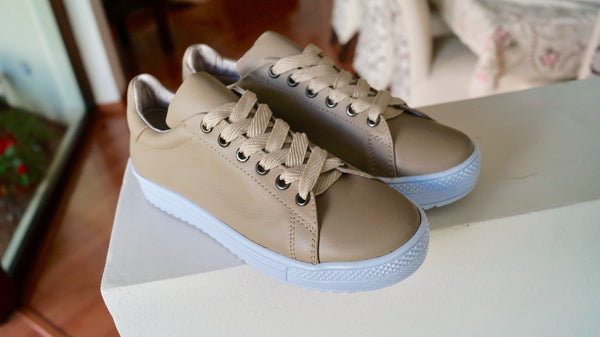 Tenis sneakers AutoMotiveShoes MAKE Hueso. Piel