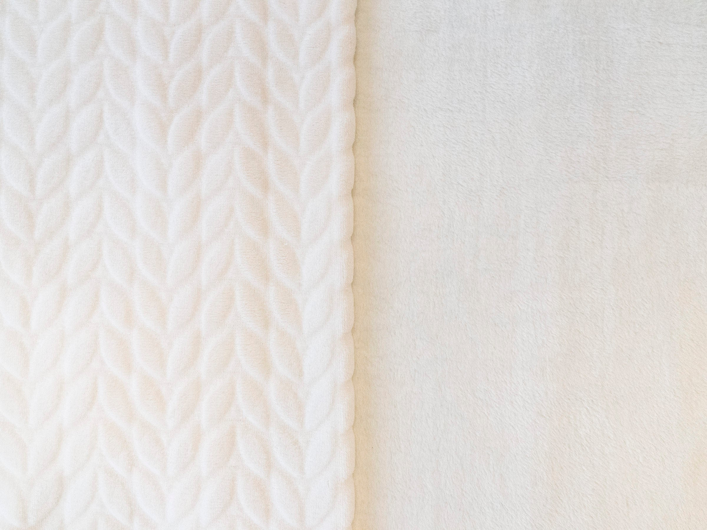 Stitch & Sparkle 100% Polyester Squiggly Minky  Fleece, White, Blanket Fabric, Apparel Fabric, Nurcery Fabric, 60'', 245Gsm