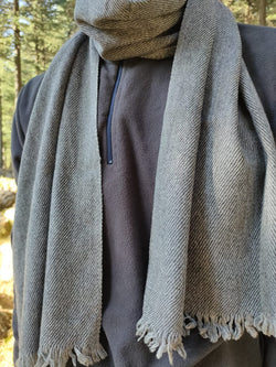 Handloomed wool stole