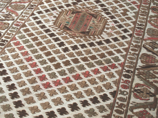 Beautiful Modern Vintage. Vintage Turkish Rug.
