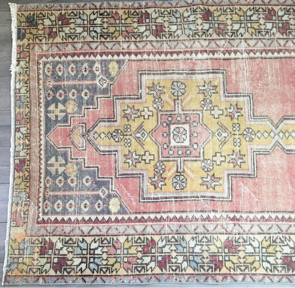 "Vintage Turkish Rug - 8'4"" x 4'3"" (Faded Pink Oushak)"