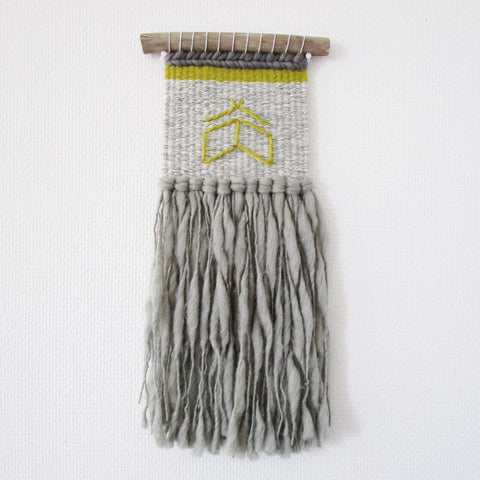I love the way French weaver Marie uses long, textured fringe to balance out this piece ~ @peloteetcompagnie