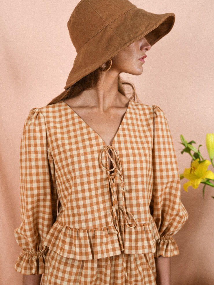 blue anemone sustainable slow fashion boho bohemian 60s 70s vintage nostalgia frilled ruffle puff puffed puffy sleeves plaid checks gingham blouse petit Trianon tan