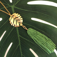 HOJA ABEJA TASSEL NECKLACE