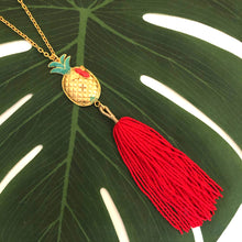 PIÑA ABEJA TASSEL NECKLACE