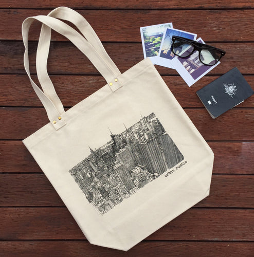 New York skyline print tote bag with passport