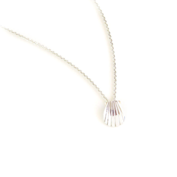 The Shell Pendant in Silver