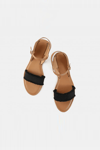 Two Strides Black Flat