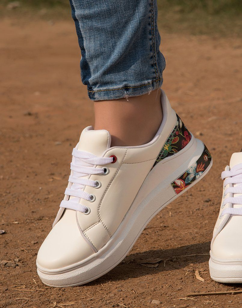 Pretty White Floral Sneakers – Street