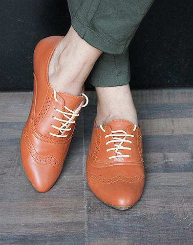 Closed Lace Tan Oxford Shoes