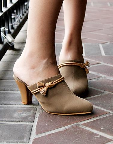 Peanut Brown Heels