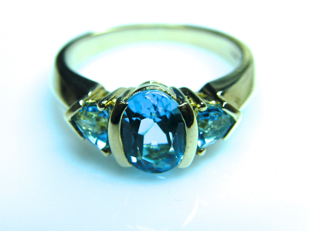 9ct Gold Blue Topaz Ring - agiftireland