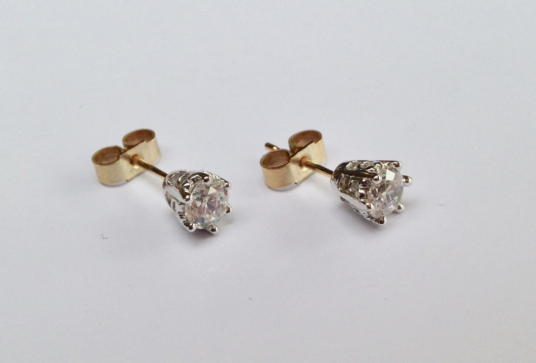 9ct Gold Cubic Zirconia stud Earrings - agiftireland