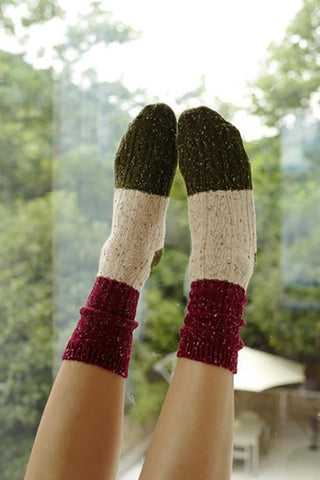 Crochet Color Block Socks - girlyrose.com