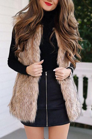 Pockets Sleeveless Faux Fur Vest - girlyrose.com