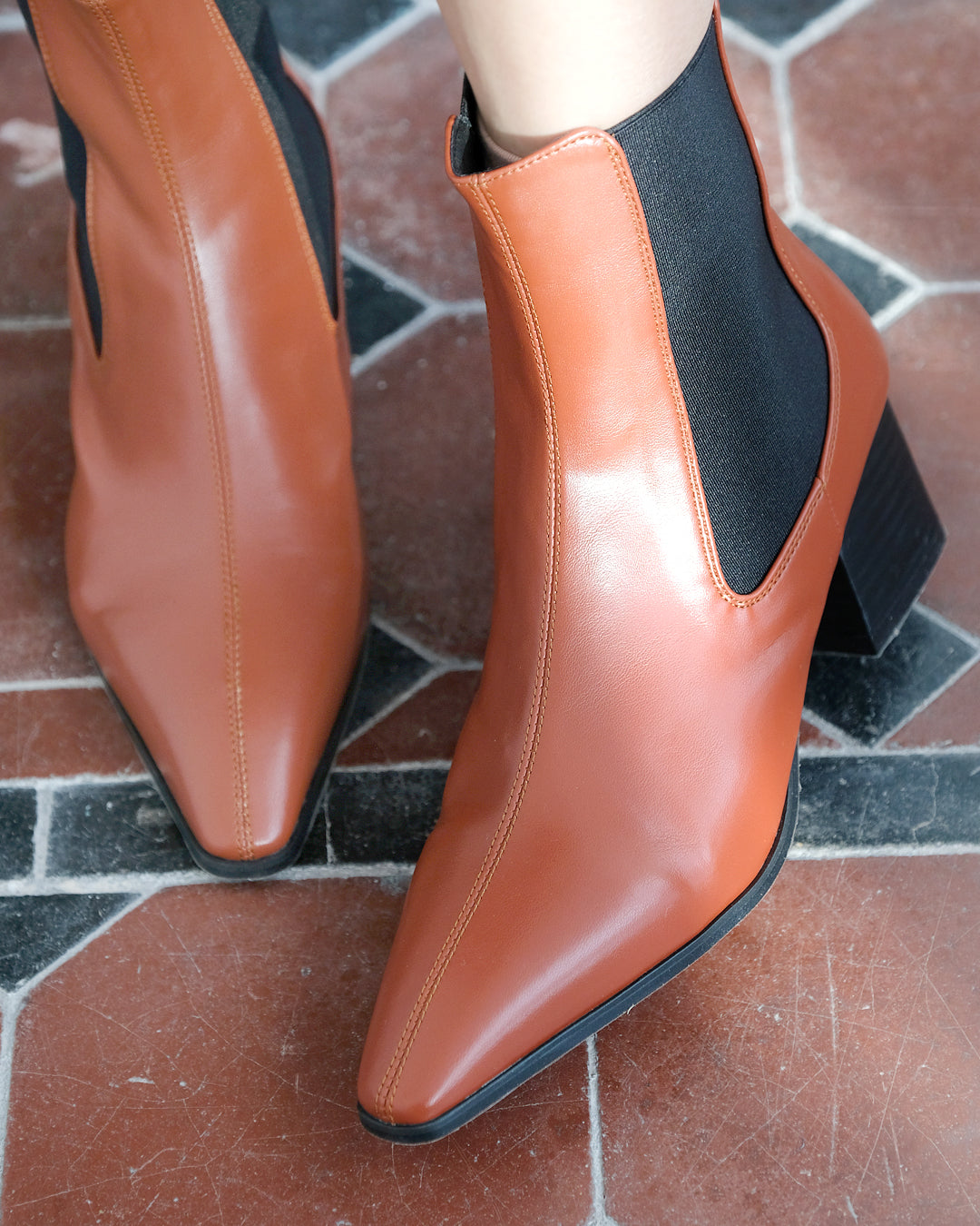 Pointed Chelsea Boots (3 color) (36~40)