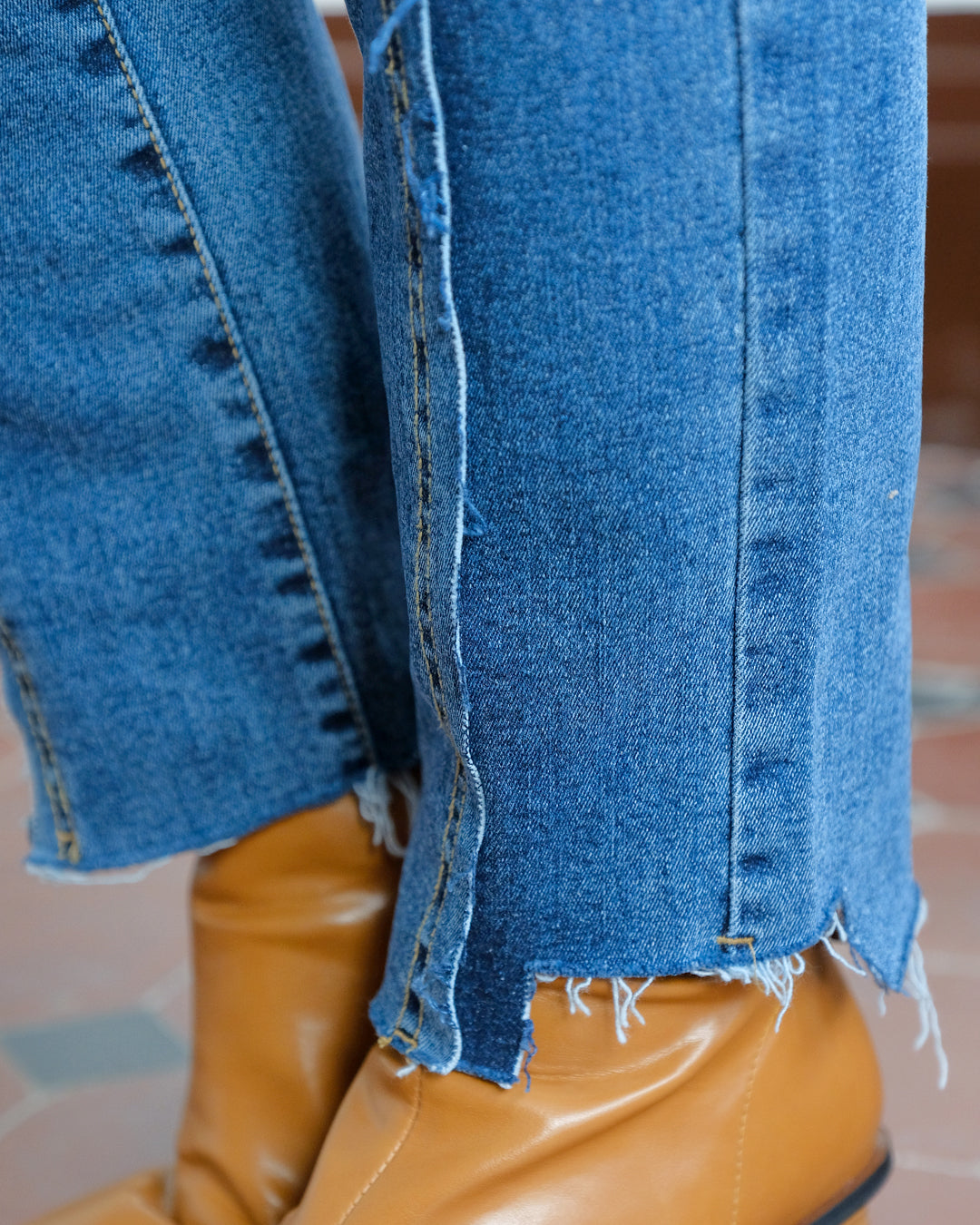 Distressed Straight Leg Jeans (Size S)
