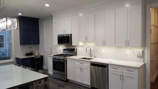 Fashion White Shaker cabinets