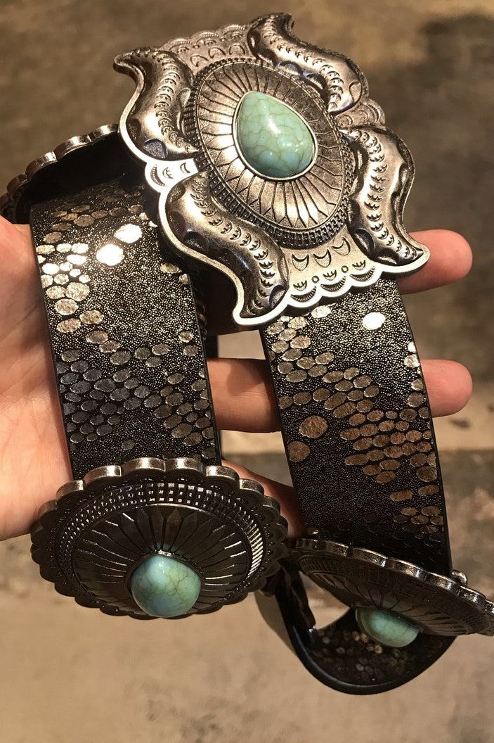 UNCOILED CONCHO BELT