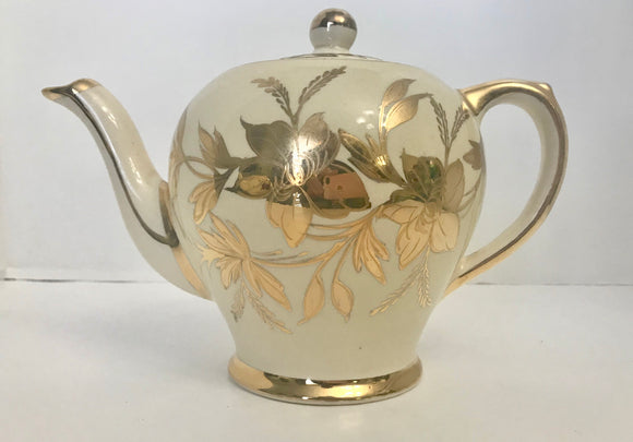 Vintage Sadler Cream and Gold 757 Floral 6 Cup Teapot - Nature Land Candles
