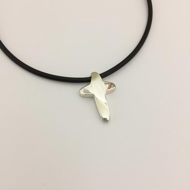 Round Silver Cross & Necklace