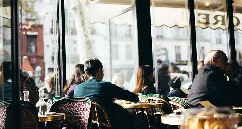 French sidewalk cafe etiquette in Paris