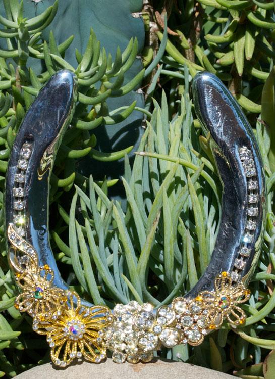 Western Crystal Flower Horseshoe - Elusive Cowgirl Boutique