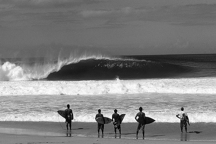 Standing Room Only custom surfing posters, prints, canvas wraps, metal, wood, acrylic and surf wall murals of a black and white photo taken at Pipeline on the North Shore of Oahu in Hawaii by award winning photographer Jack English.