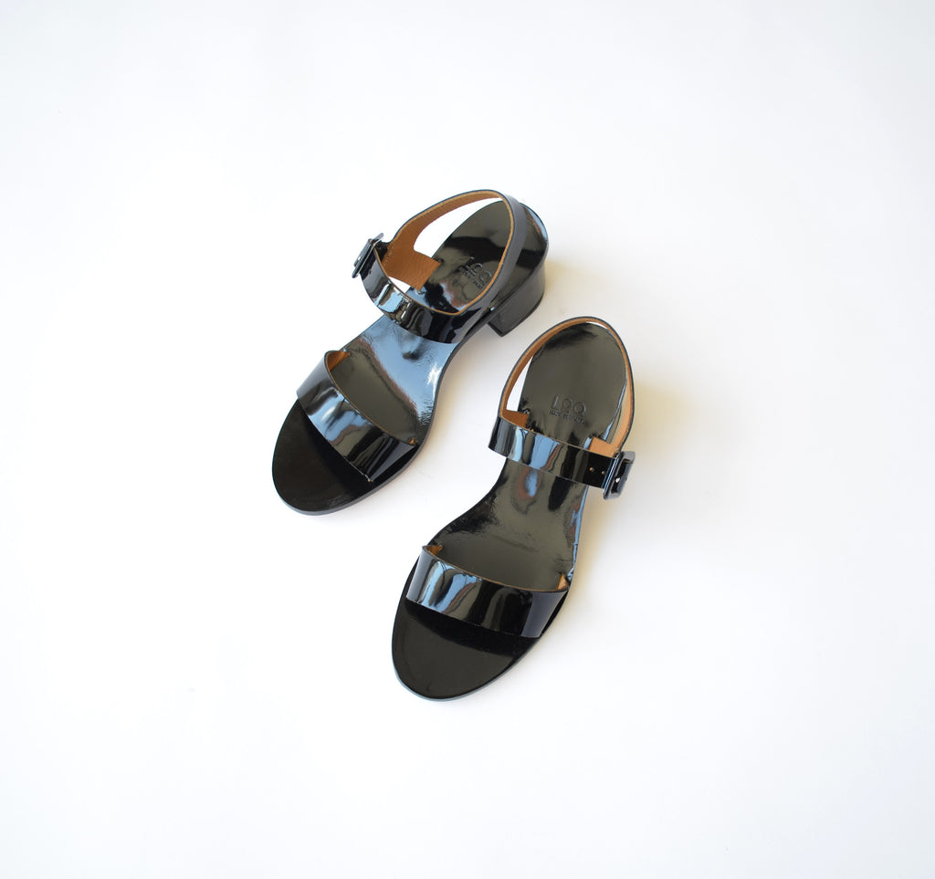 LOQ Altea black patent leather sandal made in spain