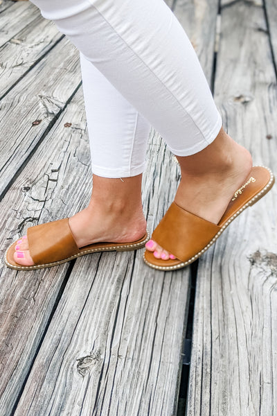 The Kaylee Slip-On Sandals - Tan