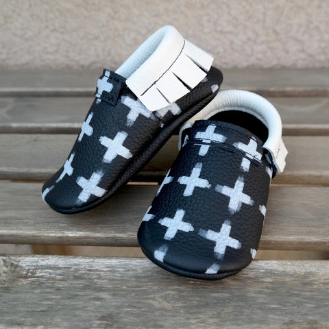 Cross moccs