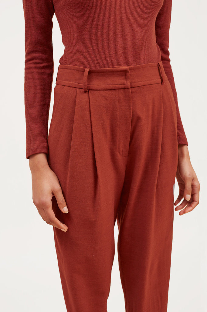 Cropped Pleated Trouser – Rust