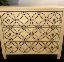 Textured 3-drawer Chest